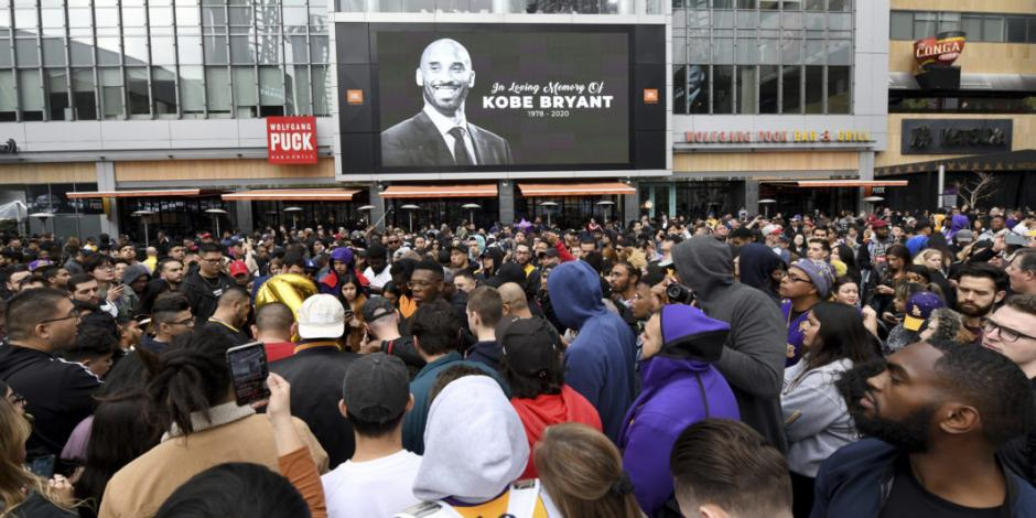 Aficionados despiden a Kobe Bryant en el Staples Center (FOTOS)