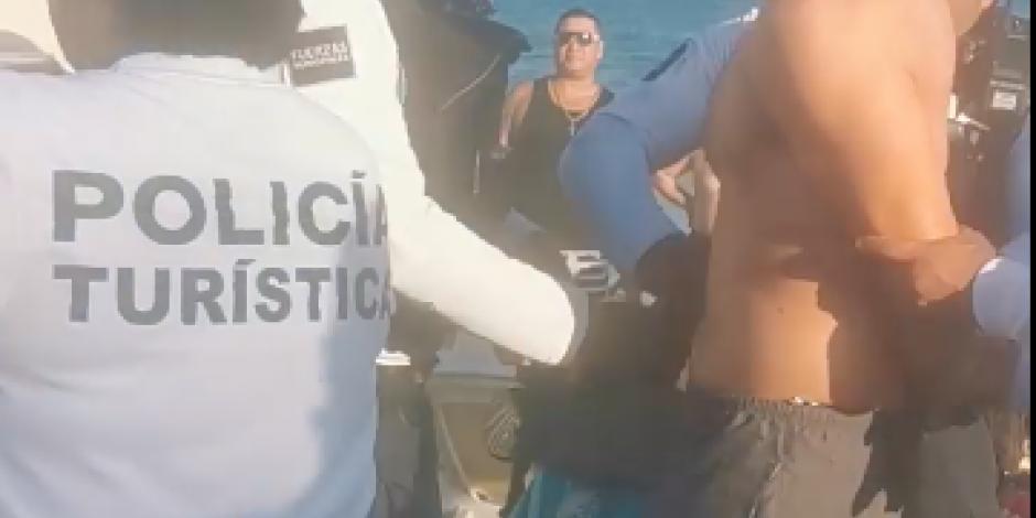 Exhiben presunta detención arbitraria de turistas en Playa del Carmen