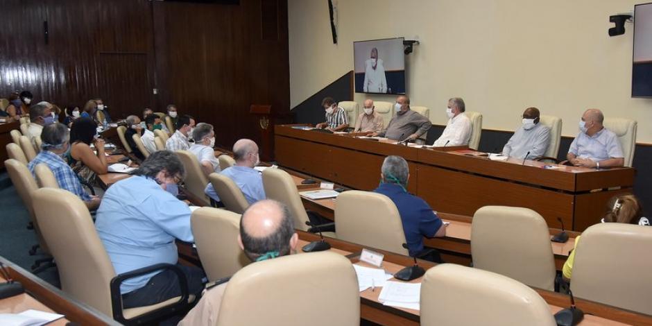 Cuba endurece medidas contra coronavirus y suspende llegada de vuelos