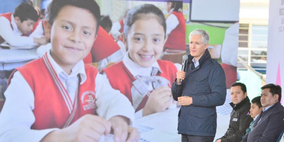 Alfredo Del Mazo entrega escuela primaria reconstruída en Tenango del Valle