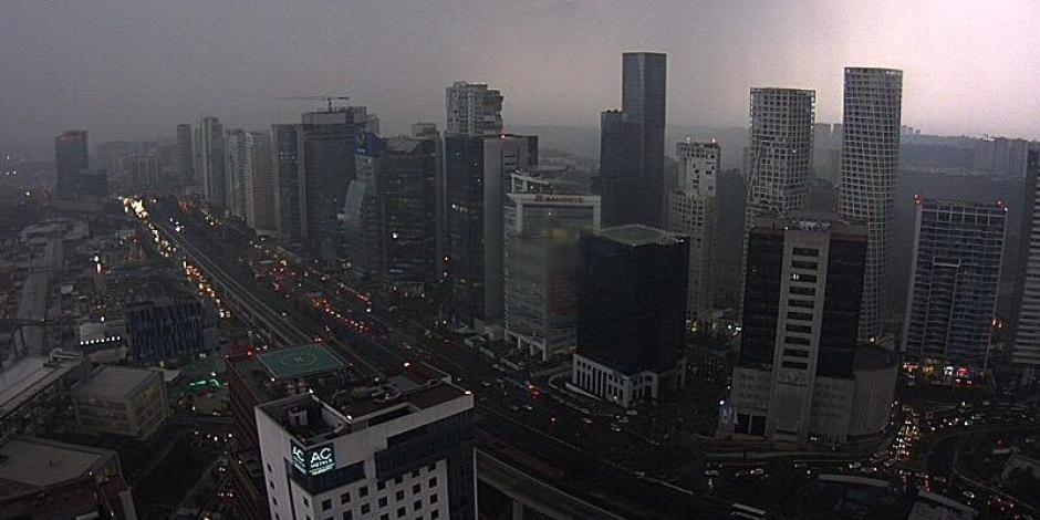 Lluvia, marcha y quincena complican tráfico de la Ciudad de México