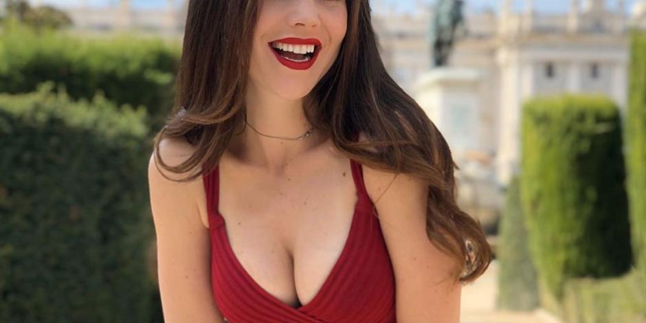 Camila Sodi calienta Beverly Hills con sensuales fotos en la alberca