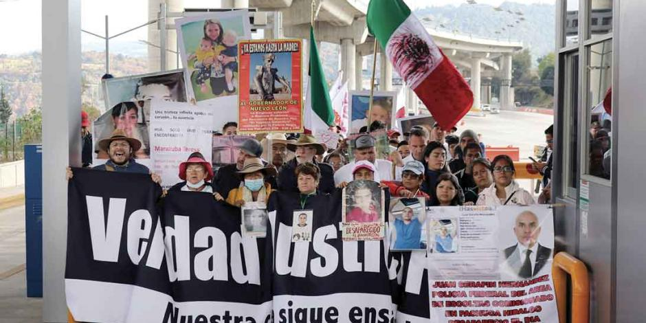 Llega a CDMX caminata por la paz; hoy acampa en el Zócalo