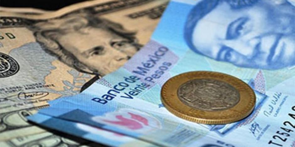 Peso continúa en picada por Covid-19; cotiza en 20.45 por dólar