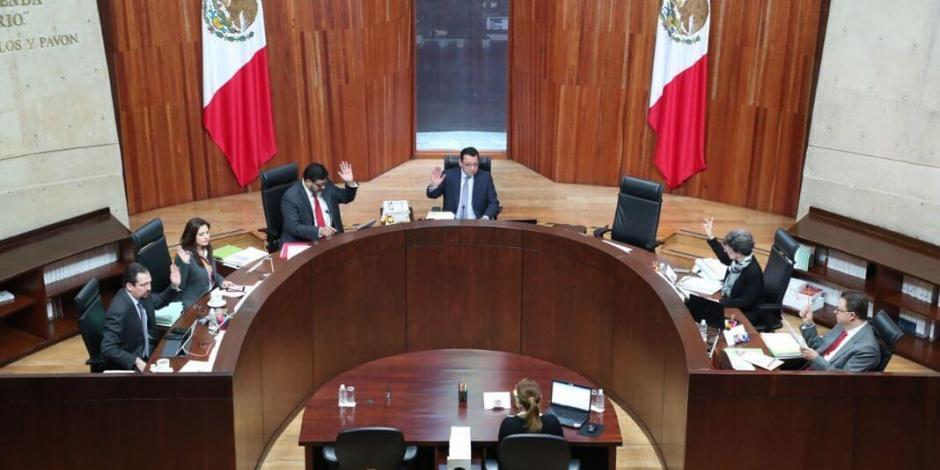 Ratifica Tribunal Electoral medidas cautelares contra promoción de AMLO en cartas del IMSS