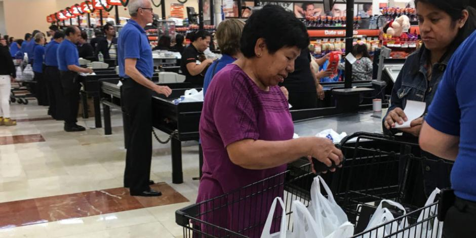 Consumo privado baja 0.5% anual en febrero: Inegi