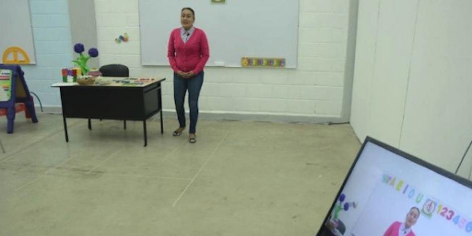 Por COVID-19, NL imparte clases de nivel básico por TV y redes sociales