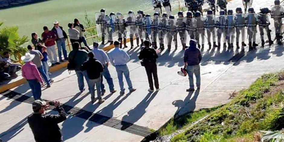 Enfrentan pobladores a la Guardia Nacional por presa La Boquilla