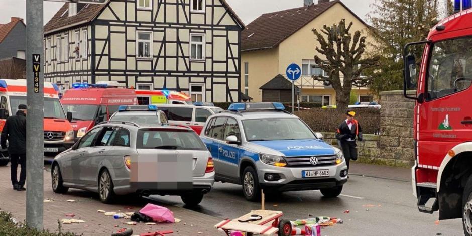 Vehículo embiste a una multitud en carnaval de Alemania
