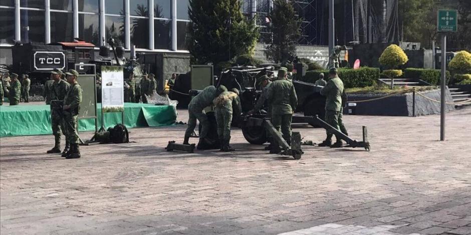 Arranca exposición militar en explanada de Buenavista