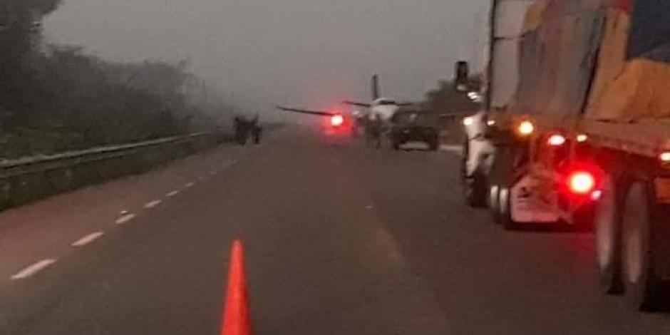Carretera de Qroo aún cerrada por aterrizaje de aeronave con cocaína