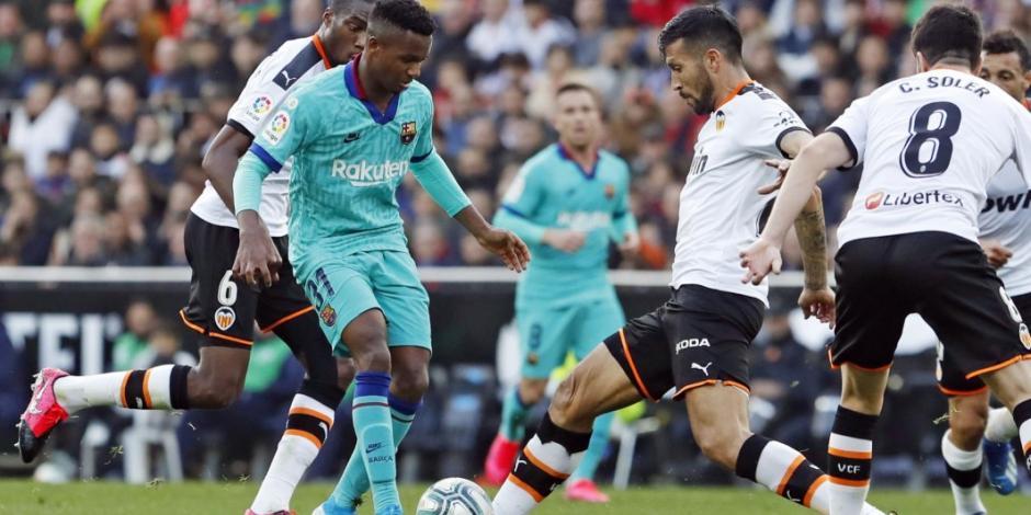 Con doblete de Maxi Gómez, Valencia derrota al Barcelona