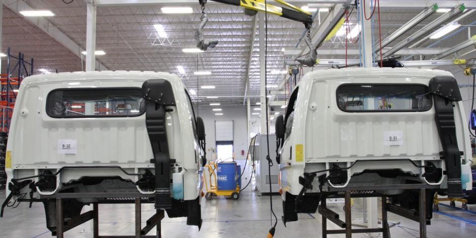 PAN, a favor de reapertura de industrias como la automotriz en el país