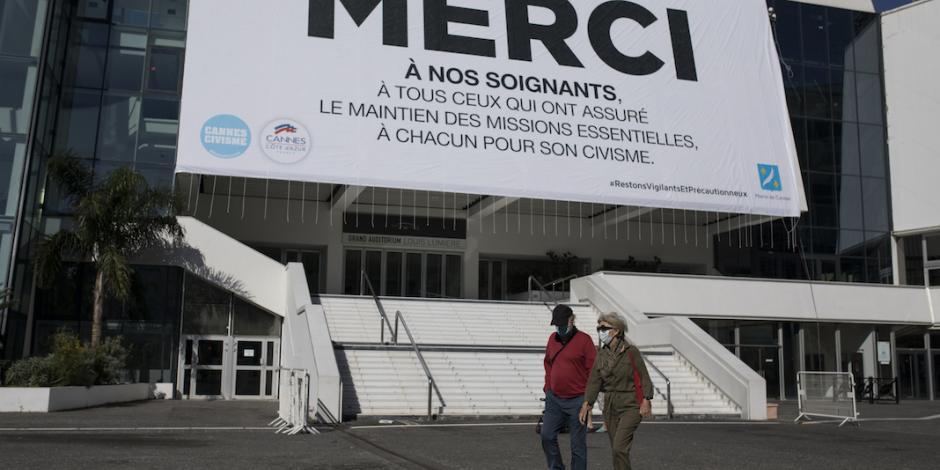 Cannes cambia su alfombra roja por mensaje para personal médico