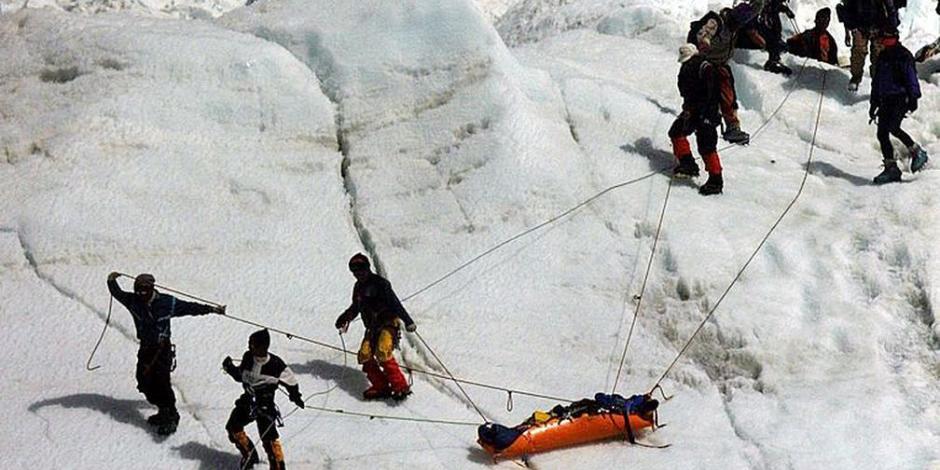 Cambio climático hace aparecer cada vez más cadáveres en el Everest