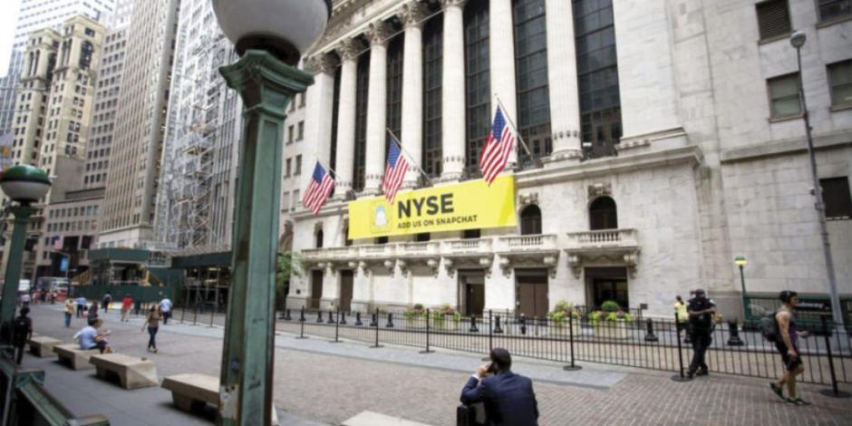 Wall Street y BMV avanzan ante señales de salida gradual de confinamientos en EU