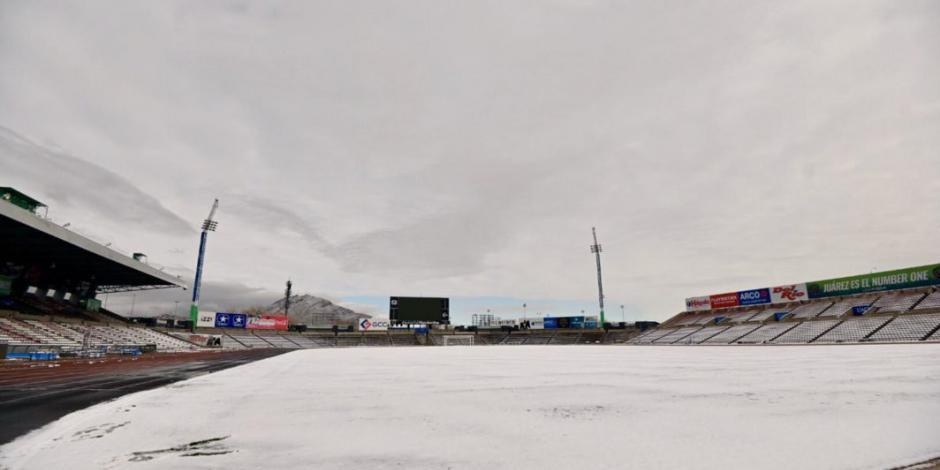 Juárez presume en redes sociales su estadio cubierto de nieve (FOTOS)