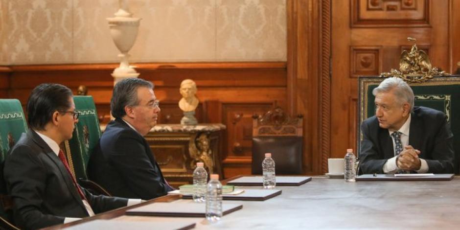 AMLO se reúne con Banxico para pedir adelanto del remanente de operación de abril