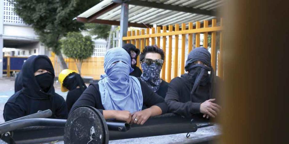 Tensiones en prepas 9 y 7; UNAM exige ya planteles