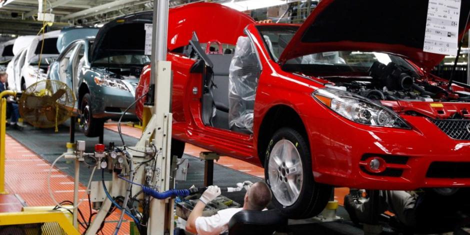 Negocian con 5 góbers plan para sector automotriz