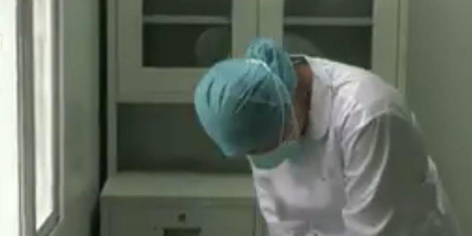 Reacción de una enfermera que se entera de la muerte de su madre mientras trabajaba (VIDEO)