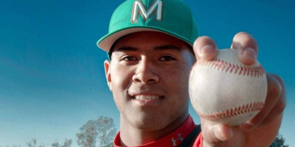 Mexicano de 16 años firma con los Filis de Filadelfia en MLB