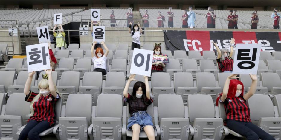 Multan a club surcoreano por colocar muñecas inflables en las gradas