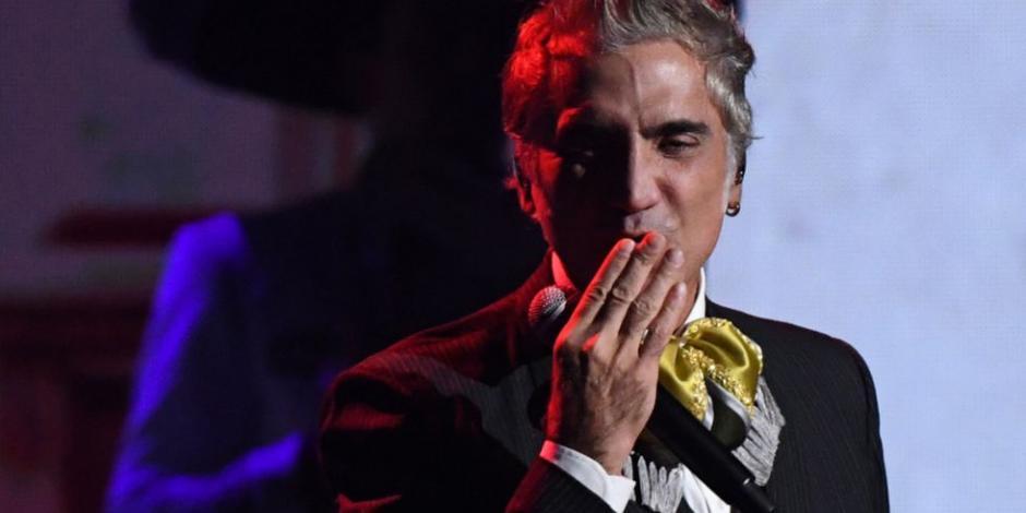 """Alejandro Fernández dedica concierto virtual a las mamás y """"mamacitas"""""""