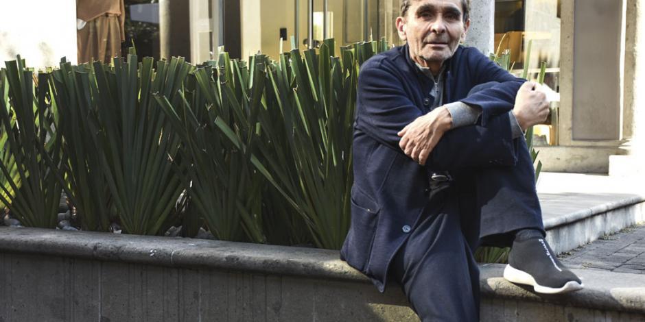 Adolfo Domínguez explora la violencia en argentina a través de su primer libro