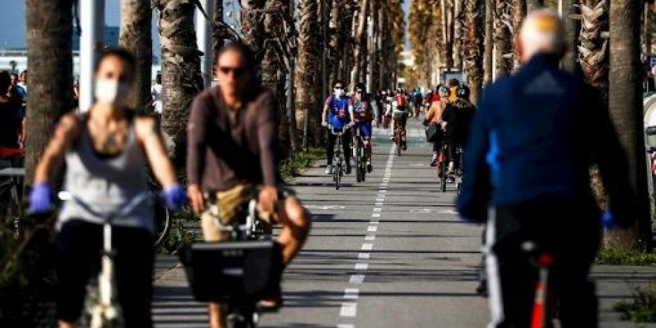 Presidente de España señala riesgos al no acatar normas en reapertura