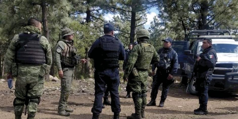Comando incendia 22 casas en Chihuahua