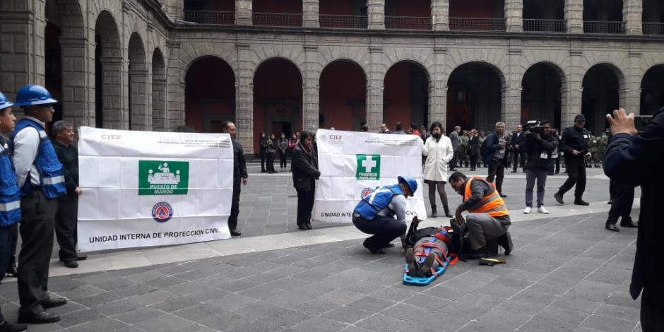 En 5 minutos, evacuan Palacio Nacional por megasimulacro (VIDEO)