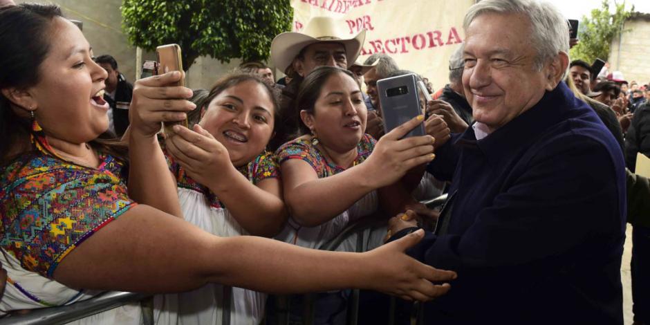 Pavimentar caminos rurales de Veracruz, promete AMLO