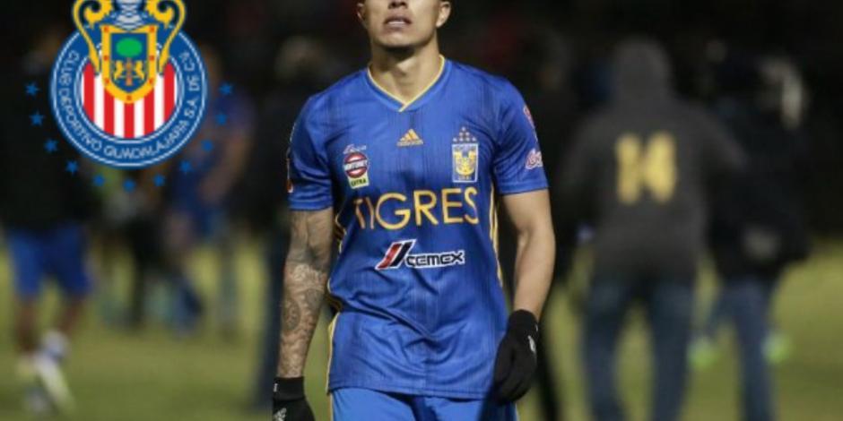 Afición de Chivas recibe con gran ovación a Carlos Salcedo