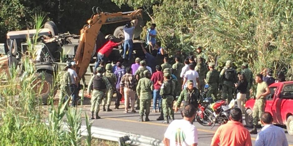 Defensa Nacional y AMLO lamentan decesos militares por volcadura