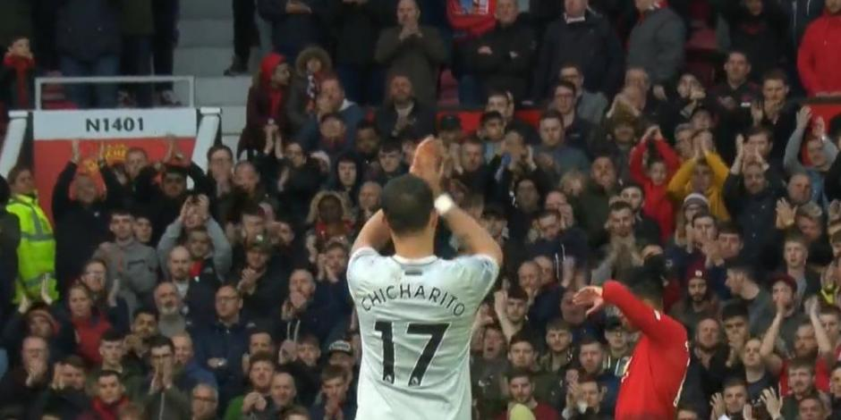 Chicharito recibe aplausos de fans del Manchester United en Old Trafford