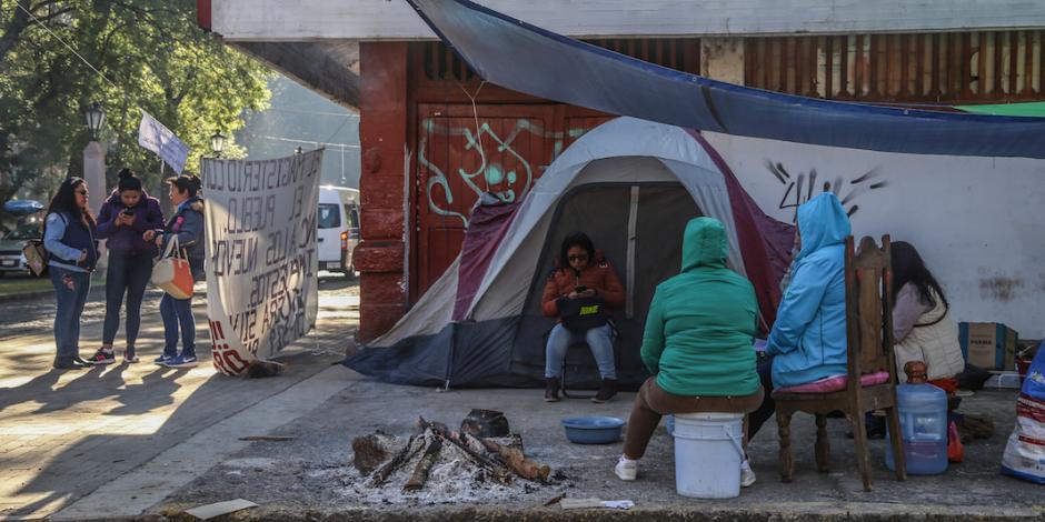 Bloqueos de la CNTE en Michoacán ya afectan a Colima, reporta gobernador
