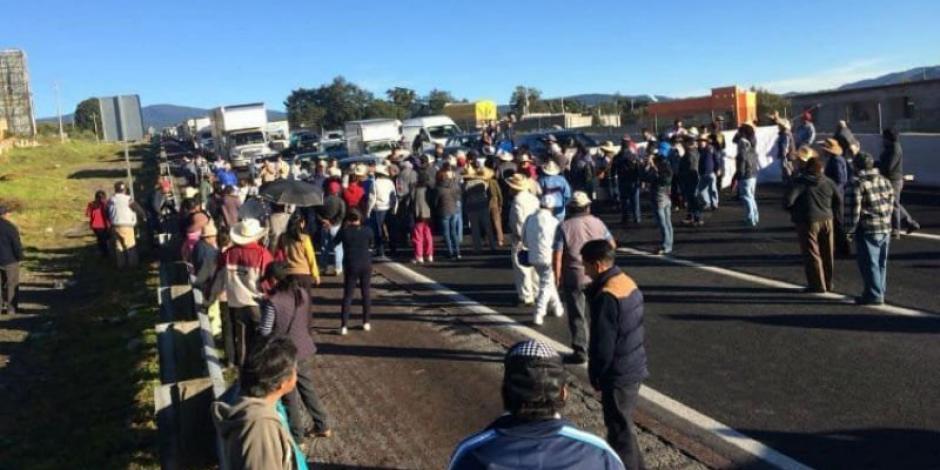 Liberan Circuito Exterior Mexiquense tras protesta por combustible