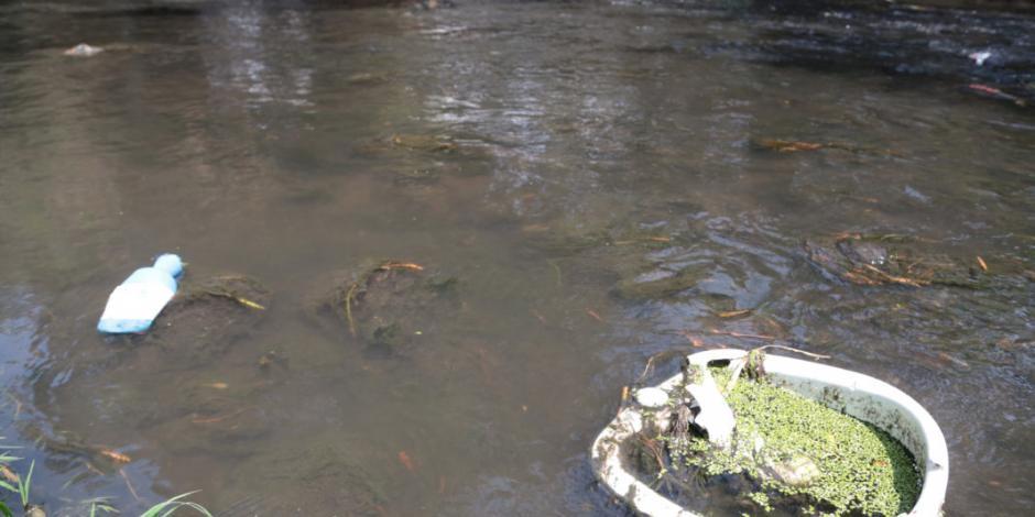 Identifican a dos personas halladas en canal de aguas negras