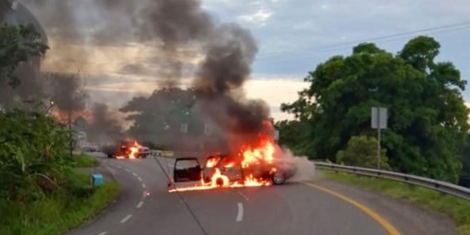 VIDEOS: Queman vehículos en accesos y salidas de carretera Villahermosa-Teapa