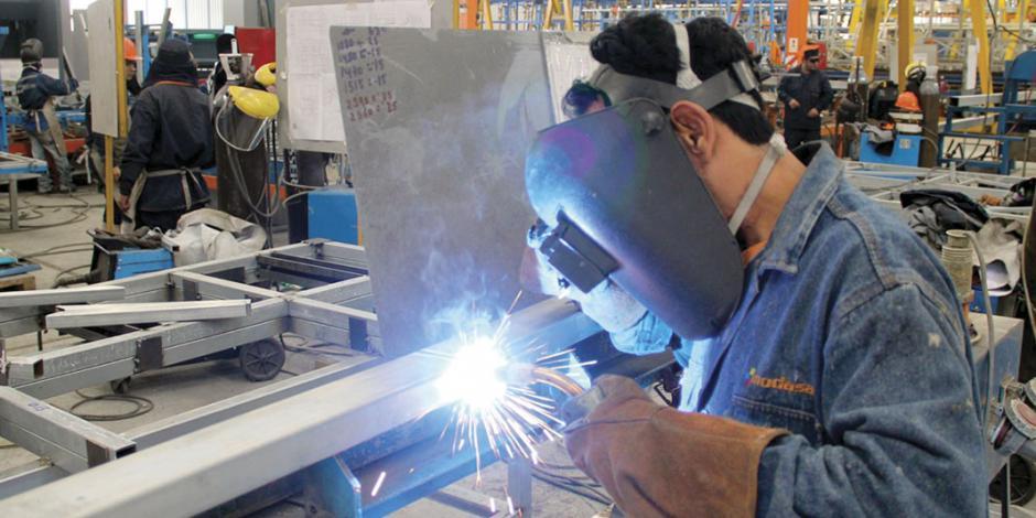 Se mantiene personal ocupado en el sector manufacturero en agosto