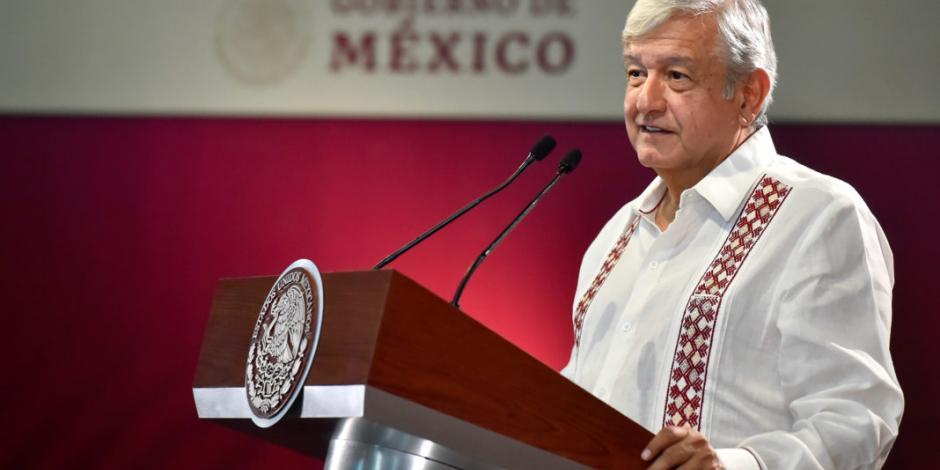 """Con apoyo del pueblo, """"vencimos a los huachicoleros"""": López Obrador"""