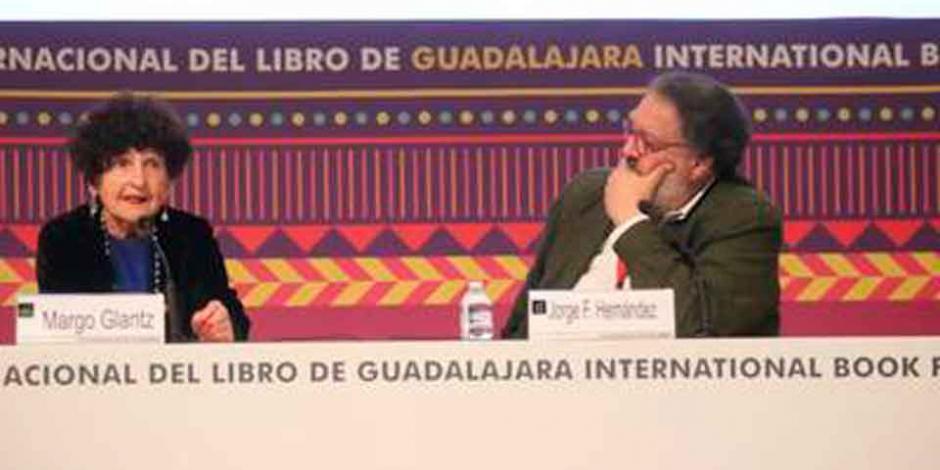 Margo Glantz conversa con jóvenes en la FIL de Guadalajara