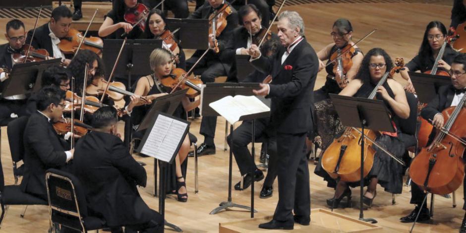 Enrique Bátiz toca puertas para poder salvar orquesta