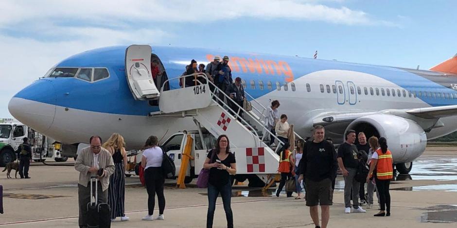 Canadienses huyen del frío y arriban a Acapulco a través de la aerolínea Sunwing