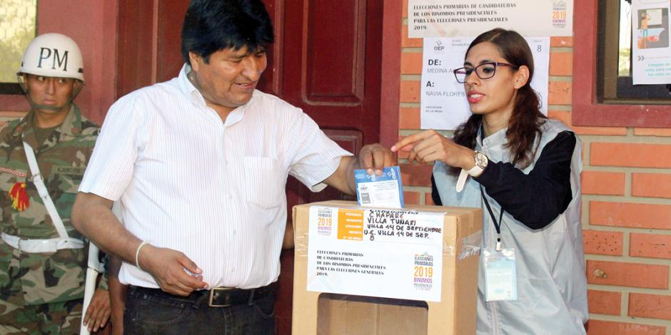 Con decenas de urnas vacías Evo se perfila a la reelección