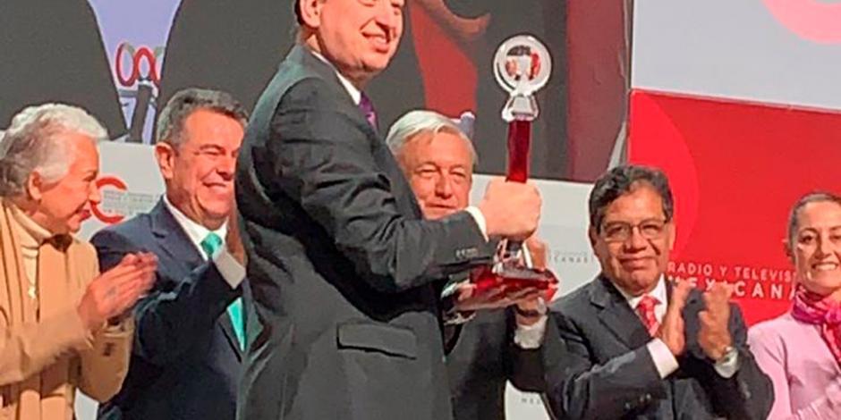 CIRT entrega Premio Antena a Enrique Burak por su trayectoria en la TV