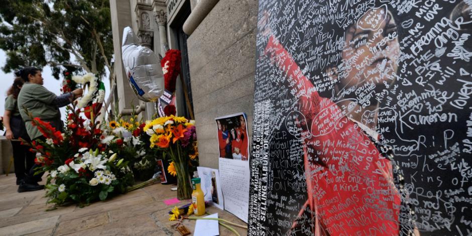 Fans honran a Michael Jackson en su 10º aniversario luctuoso