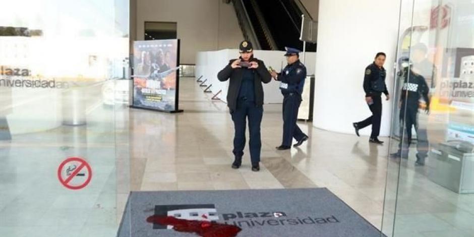 Balean a empleado de Plaza Universidad en intento de robo