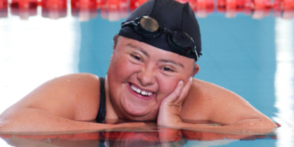 Nadadora mexicana con síndrome de Down triunfa en juegos mundiales